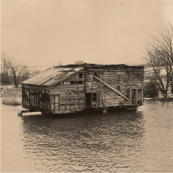 The Fry House making its famed journey across the Twenty Mile Creek